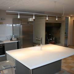 EHPAD « Les Terrasses de Gisfort»: Hôpitaux de style  par AGENCE D'ARCHITECTURE BRAYER-HUGON