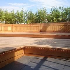 East London roof terrace:  Terrace by Paul Newman Landscapes