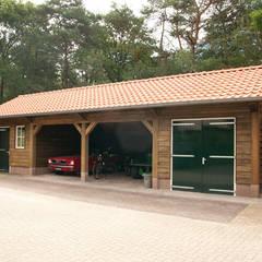 Garajes de estilo rural por Geldersche Houtbouw