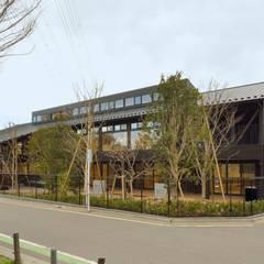 民家調の保育園(外観): ユニップデザイン株式会社 一級建築士事務所が手掛けた学校です。