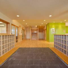 保育園(エントランス): ユニップデザイン株式会社 一級建築士事務所が手掛けた学校です。
