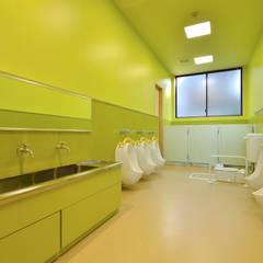 キッズトイレ: ユニップデザイン株式会社 一級建築士事務所が手掛けた学校です。