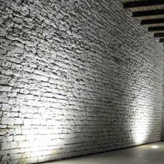 VIVIENDA MARTINEZ-REQUENA: Bodegas de estilo  de Q+C Arquitectura y Ciudad