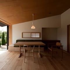 Salas / recibidores de estilo  por 宇佐美建築設計室
