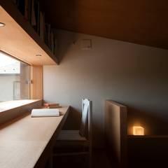 Oficinas de estilo  por 宇佐美建築設計室,