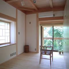 子供室1: 遠藤浩建築設計事務所 H,ENDOH  ARCHTECT  &  ASSOCIATESが手掛けた子供部屋です。