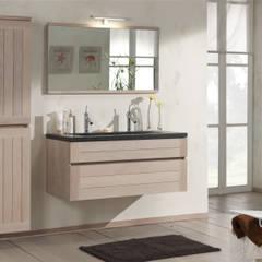 Badmöbelanlage aus Massivholz im Landhausstil:  Badezimmer von F&F Floor and Furniture
