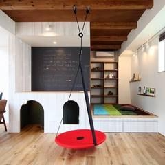 غرفة الميديا تنفيذ zuiun建築設計事務所 / 株式会社 ZUIUN, حداثي