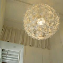 Mieszkanie w kamienicy Skandynawska garderoba od Mint&Brisk Skandynawski