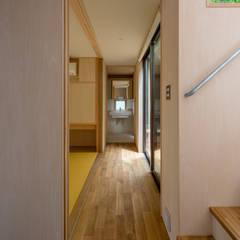 Corridor & hallway by 株式会社リオタデザイン,