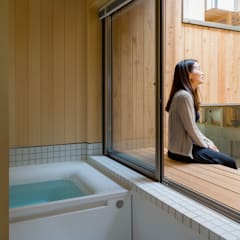Bathroom by 株式会社リオタデザイン,