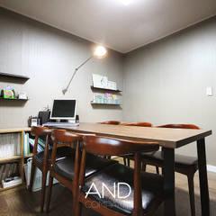 공간 활용도를 높인 모던인테리어 : 앤드컴퍼니의  서재 & 사무실,모던