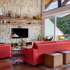 Salas / recibidores de estilo  por sadala gomide arquitetura,