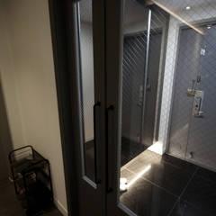 전주 아중리 대우아파트 -the grey-: 디자인투플라이의  복도 & 현관