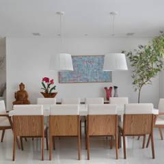 اتاق غذاخوری by Carolina Mendonça Projetos de Arquitetura e Interiores LTDA