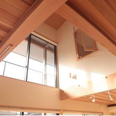Moderne Fenster & Türen von 有限会社 起廣プラン 一級建築士事務所 Modern