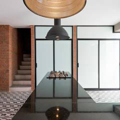 Tadeo 4909: Cocinas de estilo  por Proyecto Cafeina, Industrial
