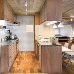 eclectic Kitchen by 松島潤平建築設計事務所 / JP architects
