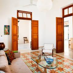 Casa GC55: Salas de estilo ecléctico por Taller Estilo Arquitectura