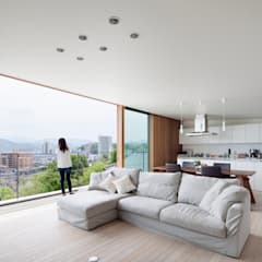 HILL HOUSE: プラスアトリエ一級建築士事務所が手掛けたリビングです。,モダン