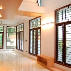 DR.HARIHARAN RESIDENCE:  Windows by Muraliarchitects,Modern