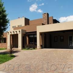 Casa Unifamiliar, Estilo Moderno en Moreno: Casas de estilo  por Opra Nova - Arquitectos - Buenos Aires - Zona Oeste