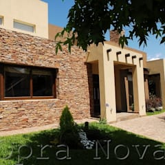 Fachada Exterior: Casas de estilo  por Opra Nova