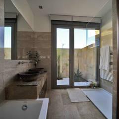 Bathroom by Chiarri arquitectura, Mediterranean