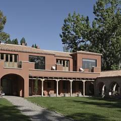 Chalet Atamisque Casas rústicas de Bórmida & Yanzón arquitectos Rústico