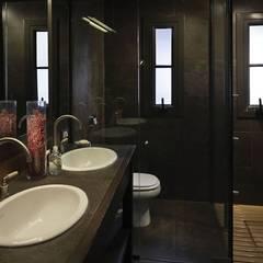 Baños de estilo  por Bórmida & Yanzón arquitectos