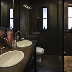 rustic Bathroom by Bórmida & Yanzón arquitectos