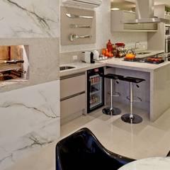 من Mariane e Marilda Baptista - Arquitetura & Interiores تبسيطي