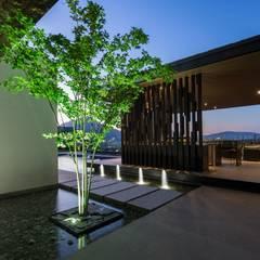 by GLR Arquitectos Modern