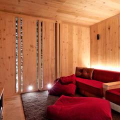 Salas de entretenimiento de estilo minimalista de Weber Arquitectos Minimalista