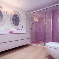Baños de estilo mediterraneo por Apersonal