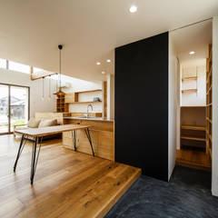 Corridor & hallway by 一級建築士事務所haus, Scandinavian