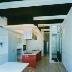 Ruang Keluarga oleh 原 空間工作所 HARA Urban Space Factory, Modern