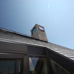 Mt.HOUSE: 一級建築士事務所 ヒモトタクアトリエが手掛けたテラス・ベランダです。,カントリー
