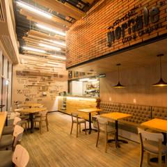Nhà hàng by Metro arquitectos