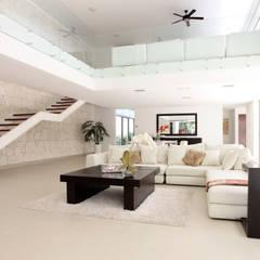 Casa entre Arboles: Pasillos y recibidores de estilo  por Enrique Cabrera Arquitecto