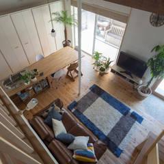 横浜の二世帯住宅: 一級建築士事務所 感共ラボの森が手掛けたダイニングです。,モダン