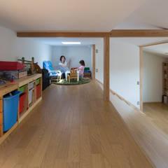 横浜の二世帯住宅: 一級建築士事務所 感共ラボの森が手掛けた子供部屋です。,モダン