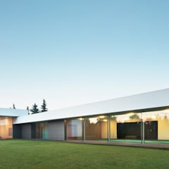 Casas estilo moderno: ideas, arquitectura e imágenes de KMA Kabarowski MIsiura Architekci Moderno