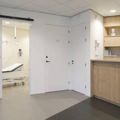 in de entree:  Gezondheidscentra door You surround You
