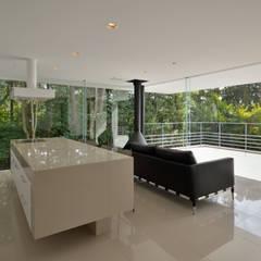霧島の別荘: アトリエ環 建築設計事務所が手掛けたキッチンです。
