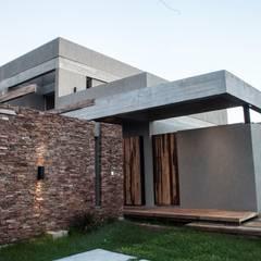Casa MM: Casas de estilo  por FAARQ - Facundo Arana Arquitecto & asoc.