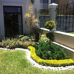 """Jardinera en esquina """"L"""": Jardines de estilo  por Vivero Sofia"""