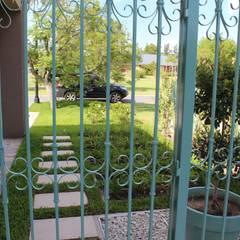 rejas: Jardines de estilo clásico por BAIRES GREEN