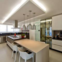Cobertura de luxo: Cozinhas  por Espaço do Traço arquitetura