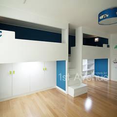 minimalistische Kinderkamer door 퍼스트애비뉴